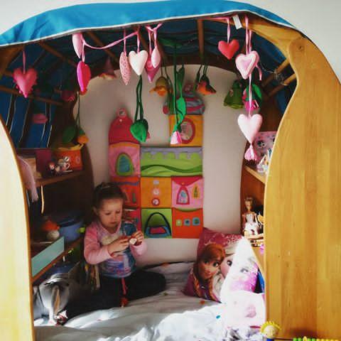 Malý domček poskytne dieťaťu dostatočné súkromie aj v obývačke.
