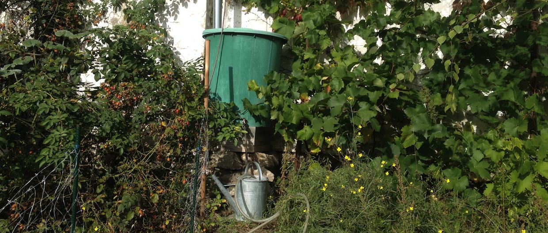 Sud na vodu v záhrade