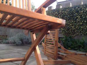 Detail kovania záhradnej stoličky pred rozmontovaním