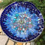 Napájačka pre vtákov s elegantným vzorom ladený do odtieňov modrej farby